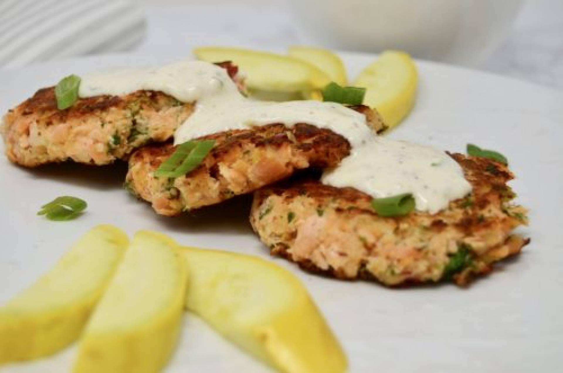 Salmon Cakes with Garlic Aoli Sauce